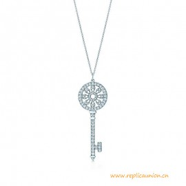High End Petals Key Pendant with Round Brilliant Diamonds in Platinum