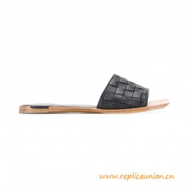 Top Quality Flat Slides with a Squared Toe Stuoia Leather Sandals